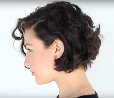 66 Chic Short Bob Hairstyles & Haircuts for Women in 2019 - Hairstyles Trends Short Wavy Haircuts, Bob Haircut Curly, Asymmetrical Bob Haircuts, Haircuts For Curly Hair, Undercut Hairstyles, Curly Bob Hairstyles, Short Hair Cuts, Curly Hair Styles, Thin Wavy Hair