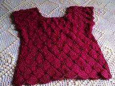Blusa de linha feita em croche.