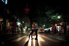 Amarse en un paso de cebra. Love in a crosswalk. Cáceres