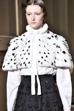 Valentino, Paris.  #fur #fashion #hautecouture #AW16