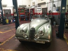 Jaguar Roadster, Jaguar Xk120, Automotive Art, Asylum, Buick, Cars And Motorcycles, Automobile, Garage, Type