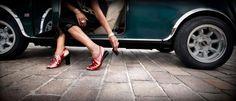 Começando a semana em alto astral e artigo novo ... Tanya Heath e seus sapatos que trocam de salto! Quer saber mais? Vem dar uma olhadinha no site: http://theaccessorista.com.br/…/tanya-heath-e-seus-sapatos…/