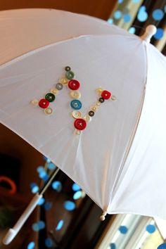 Paraguas decorado con botones