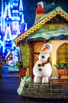 Scenes from Disney Parks: Christmas in the Kingdom - Disney Tourist Blog