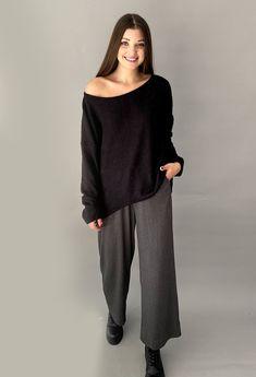 Μπλούζα ασύμμετρη oversized ONE SIZE. Καλύπτει έως large 94% pl 6%span ΕΛΛΗΝΙΚΗΣ ΡΑΦΗΣ Total Black, Must Haves, Normcore, Blouse, Outfits, Tops, Style, Fashion, Swag