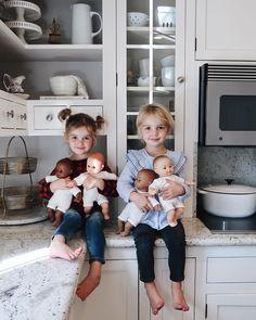 baby and kid style Cute Twins, Cute Babies, Baby Kids, Toddler Fashion, Kids Fashion, Fulton Sheen, Pretty Kids, Stylish Kids, Kid Styles