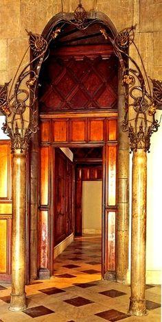 Palacio Güell / Hierro forjado / Entrada del dormitorio de Eusebio Güell
