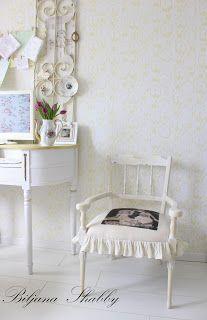 Dom i dizajn: Uređenje starog namještaja - romanticna stilska stolica Shabby Chic Furniture, Vanity, Craft Ideas, Romantic, Interior Design, Chair, Home Decor, Dressing Tables, Nest Design