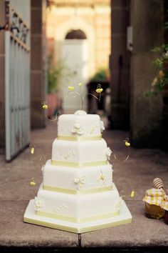 Shades of Yellow Wedding Inspiration. Photography by annamorganphotography.co.uk