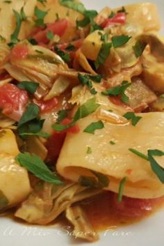 Paccheri with artichokes and cherry tomatoes is a simple and cheap recipe for a primary course wealthy in style. If we add the mozzarella and proceed baking it turns into streamlined! Pasta Recipes, Gourmet Recipes, Vegetarian Recipes, Healthy Recipes, Italian Menu, Italian Dishes, Risotto, Best Italian Recipes, Easy Cooking