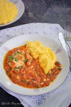 O rețetă tradițională ca la țară, la bunici: ostropel de pui cu sos de roșii, usturoi și pătrunjel proaspăt. Servit cu mămăliguță. Ce deliciu! The post Ostropel de pui cu mămămliguță – rețeta tradițională appeared first on Bucate Aromate. Romanian Food, Curry, Good Food, Easy Meals, Food And Drink, Bun Bun, Cooking, Ethnic Recipes, Happy