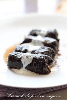 Sarmale de post in foi de vita - Stuffed grape leaves (for lent)