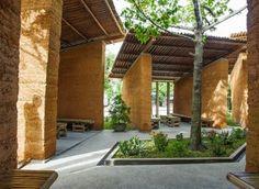 สถาปัตยกรรมเพื่อให้การเรียนรู้ การออกแบบอย่างยั่งยืน ด้วย ไม้ไผ่, ดิน และหิน