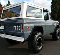 Classic Ford Broncos, Ford Classic Cars, Classic Trucks, Chevy Classic, Jeep Gladiator, Old Trucks, Chevy Trucks, Lifted Trucks, Pickup Trucks