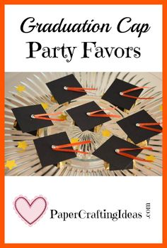 Graduation Cap Candy Favors – Creatively Homemade Hosting a grad party? These cute graduation cap candy favors are made from … Diy Craft Projects, Craft Tutorials, Fun Crafts, Diy And Crafts, Crafts For Kids, Paper Crafts, Amazing Crafts, Graduation Gifts, Graduation Ideas