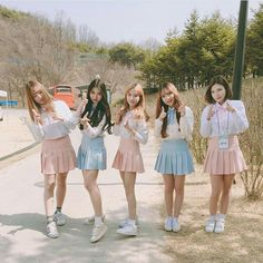 Check Out! Best Friend Poses, Best Friend Pictures, Friend Photos, Sunset Girl, Korean Best Friends, Pretty Korean Girls, Girl Friendship, Girl Korea, Ulzzang Korean Girl