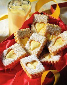 Pecivo s vajecnym likerom Galletas Cookies, Xmas Cookies, Cupcake Cookies, Christmas Sweets, Christmas Baking, Macaroons, Sweet Recipes, My Recipes, European Dishes