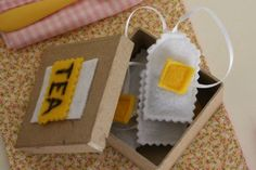 Felt Food tutorials - brown square inside so it looks like the bag contains tea.