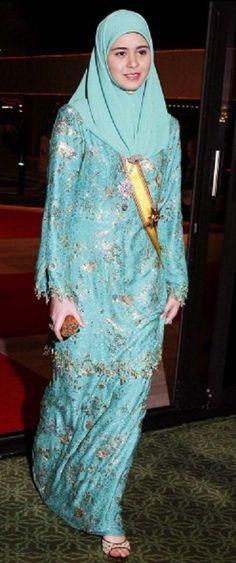 Crown Prince Al Muhtadee Billah Bolkiah Of Brunei And Pengiran Anak Sarah 9 Sep 2004 Royalty