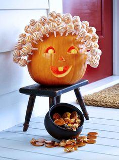 6 Cute Kid-Friendly Ways to Decorate Halloween Pumpkins | Kitchn Diy Deco Halloween, Dulces Halloween, Diy Halloween Dekoration, Casa Halloween, Adornos Halloween, Halloween Tags, Halloween Pumpkins, Halloween Crafts, Halloween Decorations