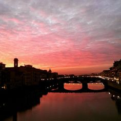 Un tetto di nuvole rosse: che tramonto a Firenze - Red sunset in Florence