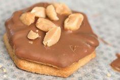 Erdnuss-Ingwer-Plätzchen – die geilsten Plätzchen der Welt!  Wie der Name schon sagt, sind sie ein Traum. Ingwerscharfes Butterplätzchen trifft auf feinstes Butterplätzchen, mit geiler Erdnussbutterfüllung, einem schönen Vollmilchkuvertüreüberzug und als I-Tüfferlchen gesalzene Erdnüsse. Einfach genial geiler Geschmack.