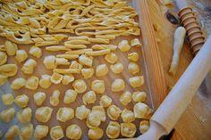 A scuola di orecchiette con la mamma!! Salento cookery class: cook and eat like a local with mamma!  prenota ora // book now >> booking@tourango.it  ITA scarica il pdf >> http://goo.gl/bh08jf EN download pdf >> https://goo.gl/YviSBc   #livelikealocal #tourango