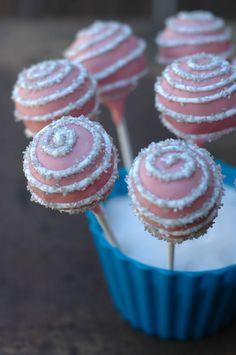 red velvet cake pops... yes, please!