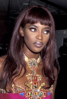 Naomi Campbell en robe Versace à une soirée à Los Angeles en février 1991