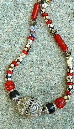 BOHO negro y rojo  collar de cadena única grano Focal