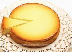 Chcesz coś przegryźć między posiłkami. Proponujemy kawałeczek pysznego ciasta.Sernik wiedeński bez spodu. Do wykonania potrzebujesz:twarogu, jajek, mąki.