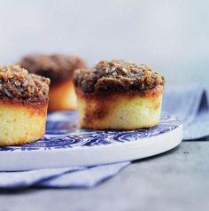 Drømmemuffins Denne opskrift indeholder mindre smør end den oprindelige… Mini Desserts, Just Desserts, Delicious Desserts, Yummy Food, Baking Recipes, Cake Recipes, Dessert Recipes, Scandinavian Desserts, Danish Food