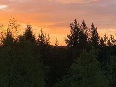 Ønsker du å være leda av Den hellige ånd i hverdagen? Da bør du lese dette. Jeg gir deg en enkel innføring i hvordan du kan bli mer bevist på Den hellige ånds ledelse i ditt liv. Celestial, Led, Sunset, Outdoor, Outdoors, Sunsets, Outdoor Games, The Great Outdoors, The Sunset