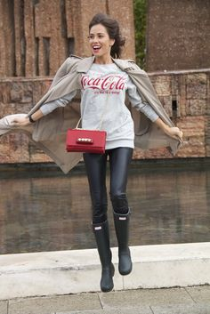 Gabardina/trench: Zara (ss'14). Sudadera/sweatshirt: Primark (ss'14). Leggings: Zara (old). Bolso/bag: Valentino. Botas/boots: Hunter. Reloj/watch: Swatch. Mani: My Little Momó.