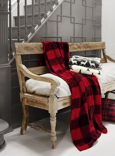 Exclusively from Simons Maison Famous hunter check pattern resized on an easy-care soft plush polyester throw. Typical combo in bright red and black shades. Buffalo Print, Buffalo Check, Buffalo Plaid, Tartan Decor, Red And Black Flannel, College Room, Cozy Cabin, Home Decor Trends, Gingham