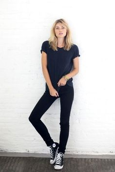 Free People Models Off Duty black converse Street Style Outfits, Mode Outfits, Casual Outfits, School Outfits, Simple Black Outfits, Casual Clothes, Winter Clothes, Skinny Jeans Converse, Outfits With Converse