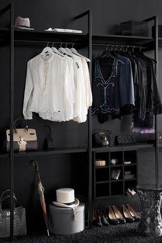 Unelmien pukeutumishuone? Black-maalilla saat siihen hieman dramatiikkaa. #tikkurila #black #mustatuntuu #musta #wallpaint #sisustus #walkincloset #vaatehuone