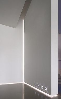 White interior design with DeltaLight LED profile lighting for use in corners_