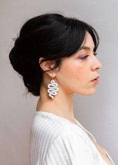 Polymer Clay Charms, Handmade Polymer Clay, Polymer Clay Earrings, Kawaii Jewelry, Handmade Wire Jewelry, Diy Earrings, Biscuit, Jewelry Making, Jewellery
