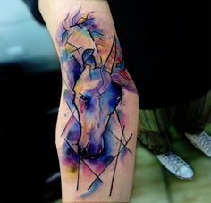 Aquarelle tattoo d'une licorne https://tattoo.egrafla.fr/2016/03/03/modele-tatouage-licorne/