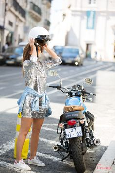 Cristina Ferreira   Lisboa   Look   Fashion   Daily Cristina   Street Style   Vestido Imperial   Sahoco   Casiraghi   Adidas   Rayban   mota   motocycle