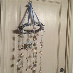 scacciapensieri con conchiglie e farfalla