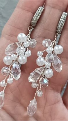 DIY Video Tutorial bridal pearl branch earrings, How to make wedding earrings, Instructions for beginners, Beaded Wire Jewelry Making In this tutorial you will learn: How to make earrings perfectly Wire Jewelry Designs, Handmade Wire Jewelry, Jewelry Patterns, Jewelry Crafts, Jewelry Ideas, Diy Jewelry Recycled, Aluminum Wire Jewelry, Bracelet Patterns, Wire Jewelry Making
