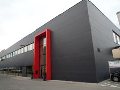 FET Colours Building Exterior, Building Facade, Building Design, Factory Architecture, Facade Architecture, Garage Design, Exterior Design, Townhouse Exterior, Halle