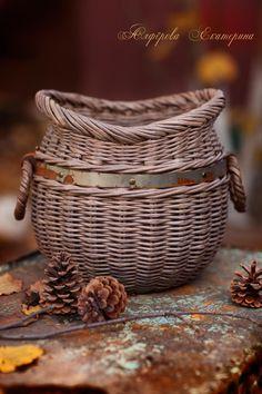 Newspaper Basket, Newspaper Crafts, Willow Weaving, Basket Weaving, Paper Weaving, Great Housewarming Gifts, Basket Decoration, All Craft, Wicker Baskets