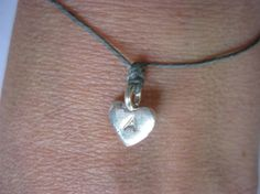 Make a wish...sterling silver hjerte med valgri bokstav og farge på snoren