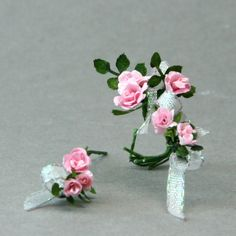 Make a Miniature Bouquet in Dolls House or Other Scales: Build the Bouquet Out With Larger Roses