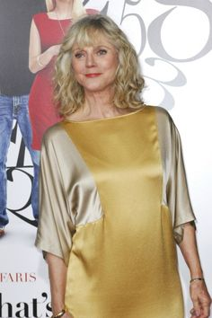 Blythe Danner is another one . looking fabulous Blythe Danner, Grey Hair Looks, Clothes For Women Over 50, Elements Of Style, Hair Photo, Classic Outfits, Types Of Fashion Styles, Fashion Photo, Celebs
