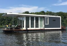 houseboat for a fami