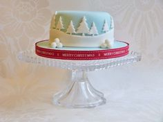 simple xmas cake as seen in christmas cake decorating heaven magazine.